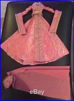 Deja Vu Lady Arabella Basic Doll-nude With Artist Muse & Custom Outfits