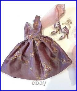 ELLOWYNE WILDE Puff Piece OUTFIT ONLY ROBERT TONNER DOLL CONVENTION 2021