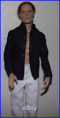 EUC- Handsome 17 Red Hair Matt O'Neil Doll-by Tonner-Complete Outfit & Stand