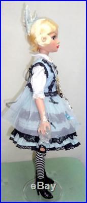 Ellowyne Wilde Alice in Wonderland Tonner 16 Doll in BJD Outfit +BONUS TEA SET