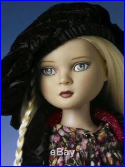 Ellowyne Wilde C'est La Vie COMPLETE DOLL + OUTFIT + stand Tonner doll