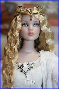Gorgeous Tonner Blonde, Crimped Hair Cami in Rare LOTR, Lady Galadriel Outfit