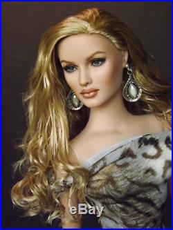 OOAK Shauna Repaint Nadine by Halo Repaints BIN Includes Outfit
