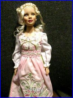 Robert Tonner Mrs. Santa Claus Basic T6-XMBO-01 Doll in Sweet Shoppe Outfit MIB