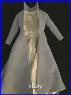 Tonner Alice in Wonderland Voyager Alice, Impressive tailoring on outfit