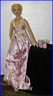Tonner Antoinette, Cami The Romantic outfit gown complete. Fits thin 16 dolls
