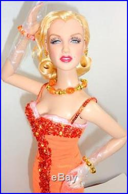 Tonner Marilyn Monroe 16 Doll +I Just Adore Conversation Outfit Fur Stole Stand