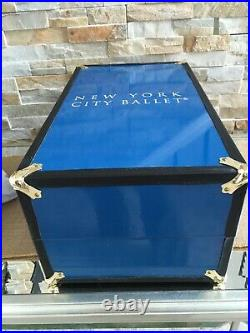 Tonner NYC BALLET WARDROBE TRUNK CASE for 16 vinyl Doll & outfits, had repairs