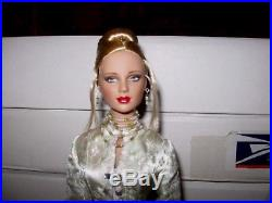 Tonner Perfect Start Ashleigh Blonde EXCLUSIVE + Dinner At Eight Outfit