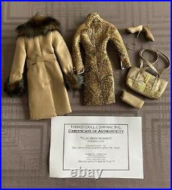 Very Rare Tonner doll 16 Tyler original outfit only Ensemble d'or